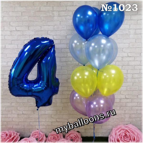 фонтан из воздушных шаров с синей четверкой