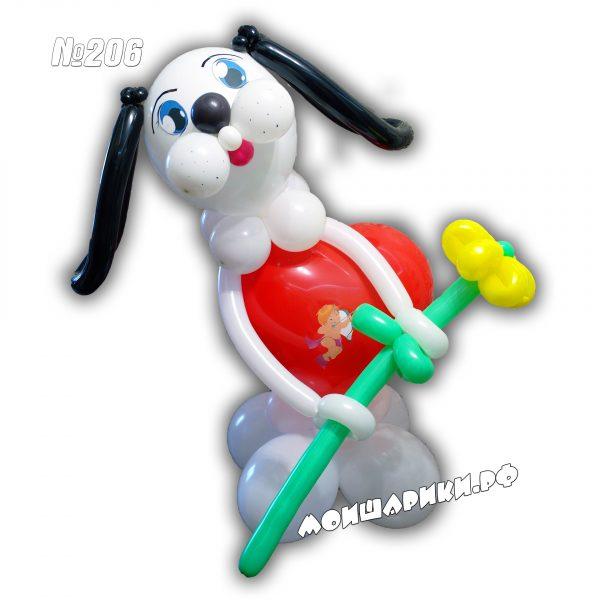 Влюбленная собака из шаров