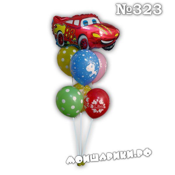 Фонтан из шаров с красной машинойной машиной
