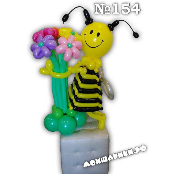 Пчелка из воздушных шаров в платье