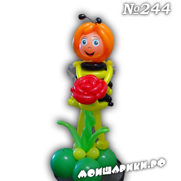 Пчелка из воздушных шаров с розой