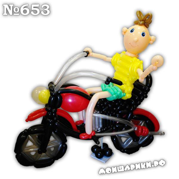 Мотоциклист из воздушных шаров