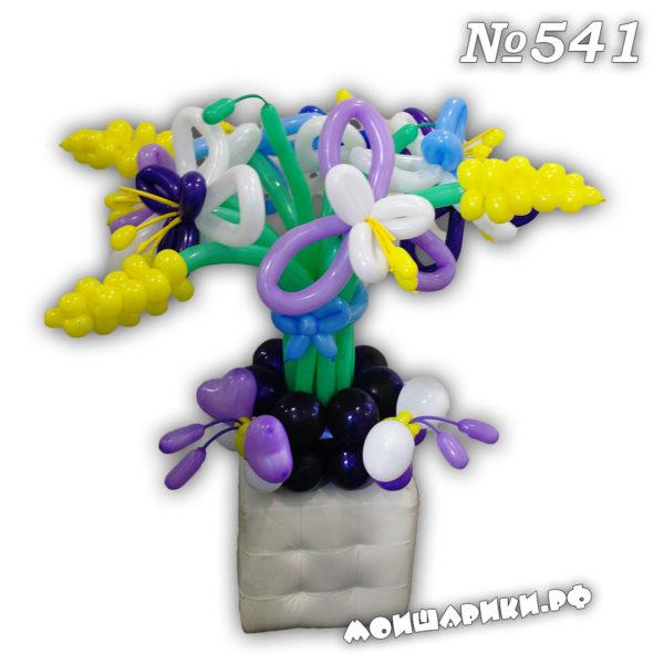 Букет лилий из шаров на подставке