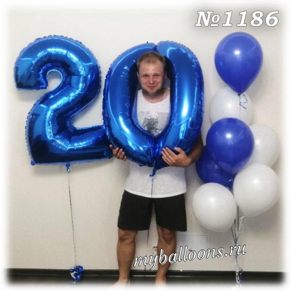 Синяя цифра 20 из шаров и фонтан