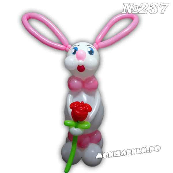 Заяц из шаров с розой