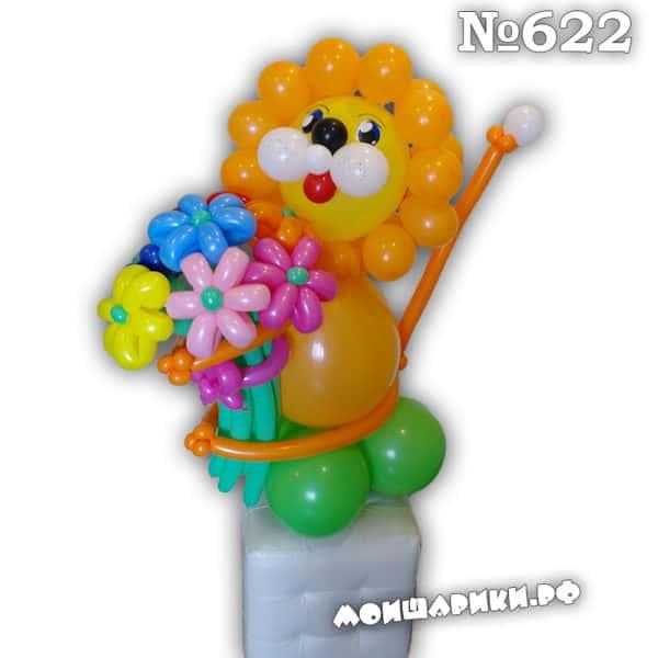 Лев из воздушных шаров с букетом