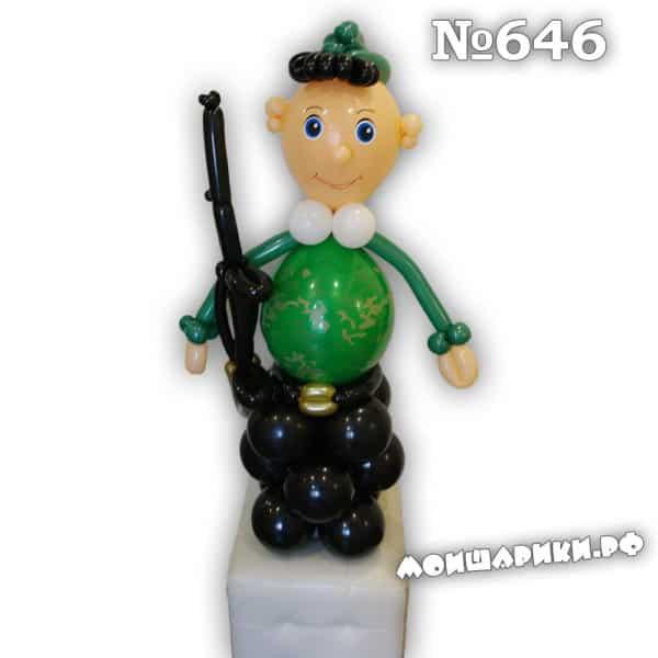 Военный из воздушных шаров с ружьем