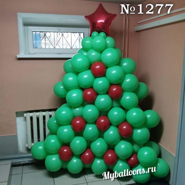 Огромная плоская елка из шаров