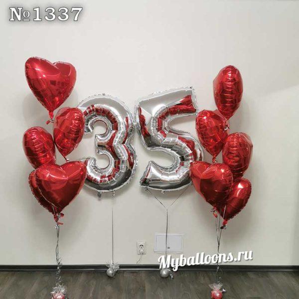 Цифра 35 и фонтан из фольгированных сердец